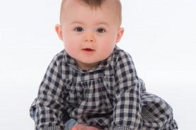 Photos pause en studio a charleville-mezieres d'un bébé et de ses parents.